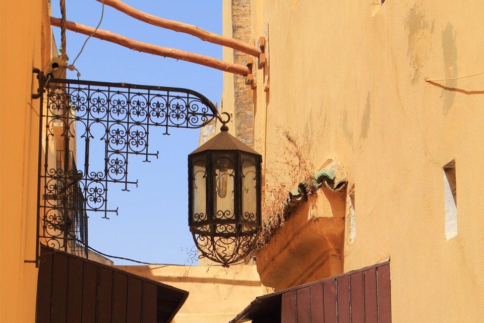 Straatbeeld in Mèknes, Marokko