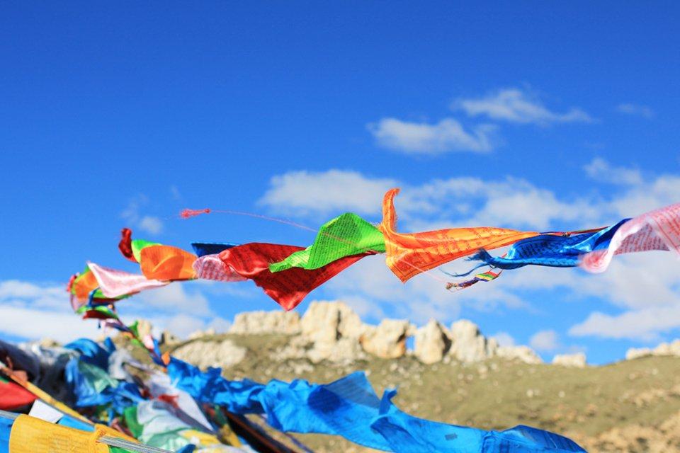 Gebedsvlaggetjes bij de Thrumshing La-pas in Bhutan
