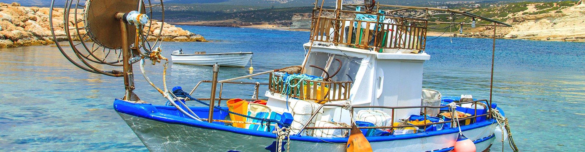 Bootje bij Cefalu op Sicilië, Italië