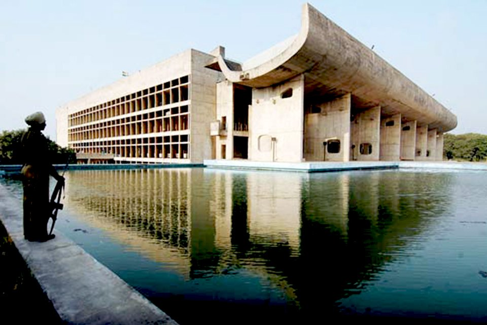in_india_le-corbusier-chandigarh.jpg