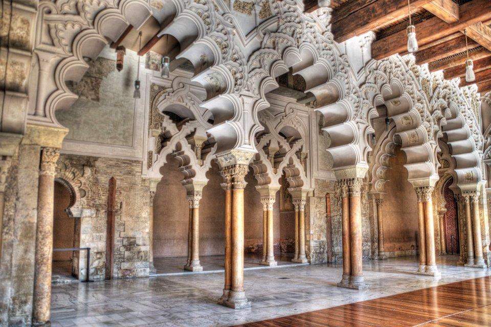 Het Aljafería-paleis in Zaragoza, Spanje