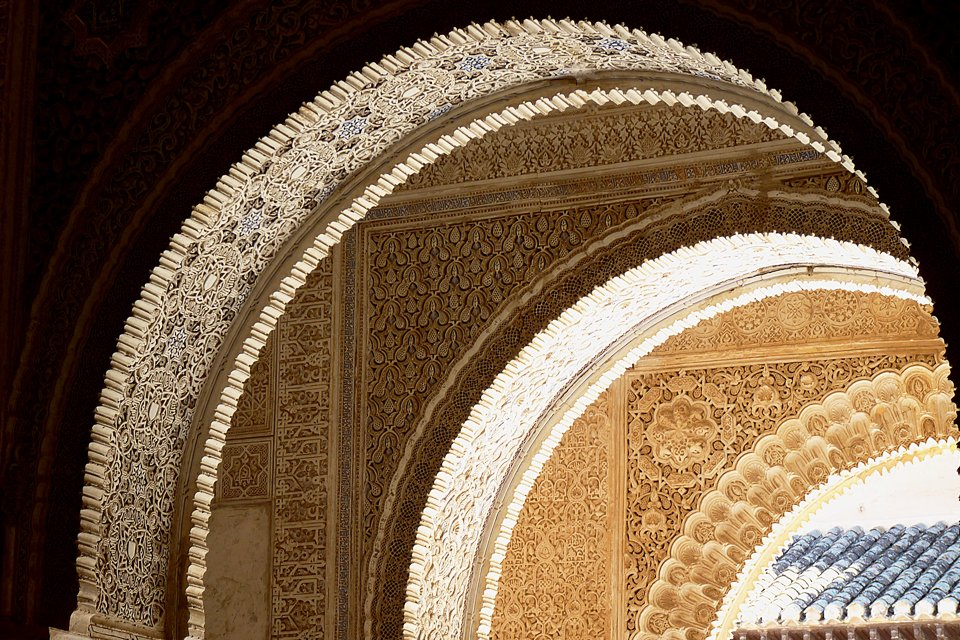Boog in het Alhambra in Granada, Spanje
