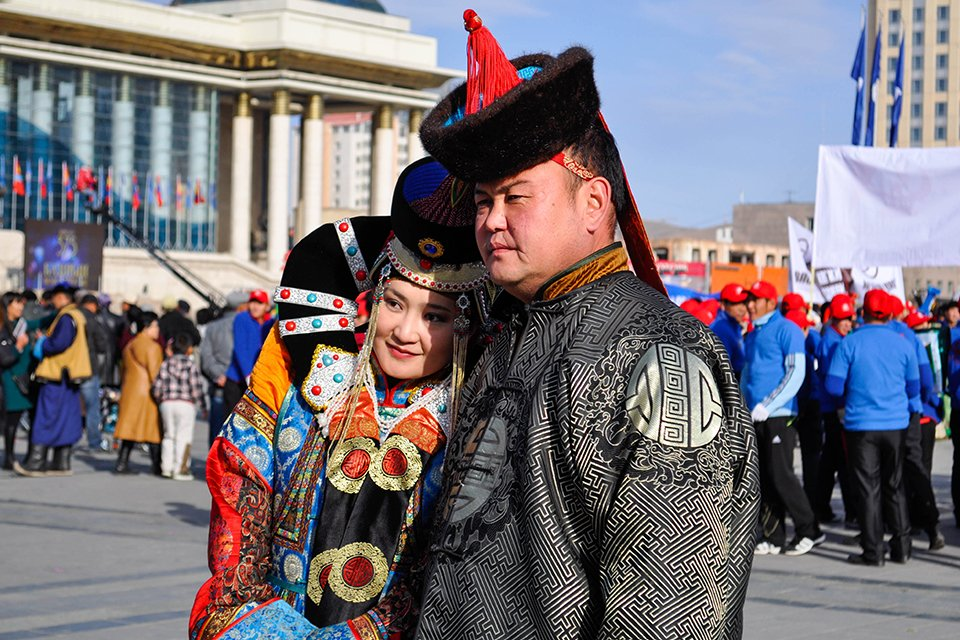 Mongoolse bevolking in traditionele kledij, Mongolië
