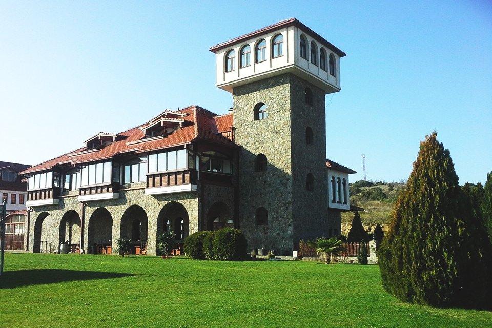 De wijnboerderij bij Popuva Kula. Macedonië