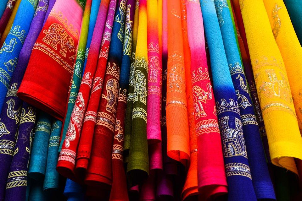 Kleurrijk stoffen, India