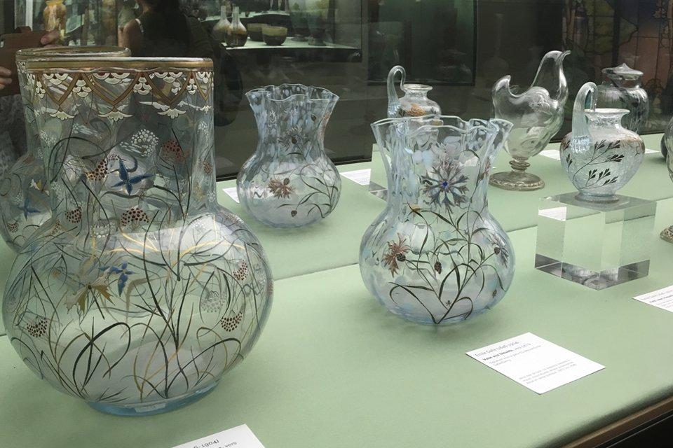 Prachtig glaswerk van Emile Gallé in het Ecole de Nancy, Frankrijk