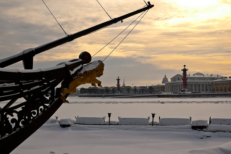 ru_rusland_winter_st-petersburg-strelka-eiland-rostra-zuilen.jpg