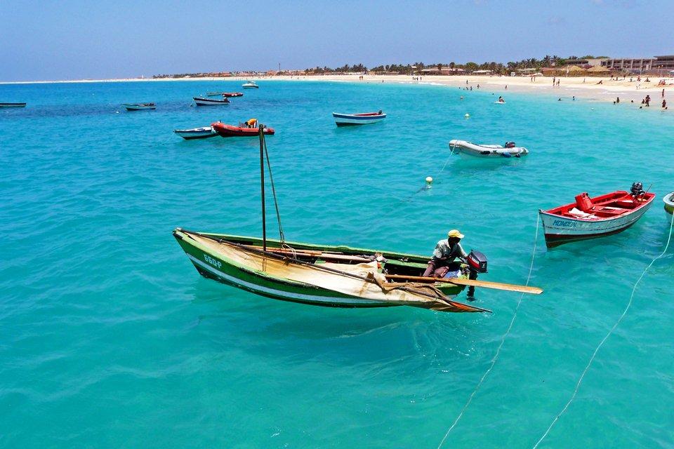 Vissersbootjes in de Atlantische Oceaan, Kaapverdië