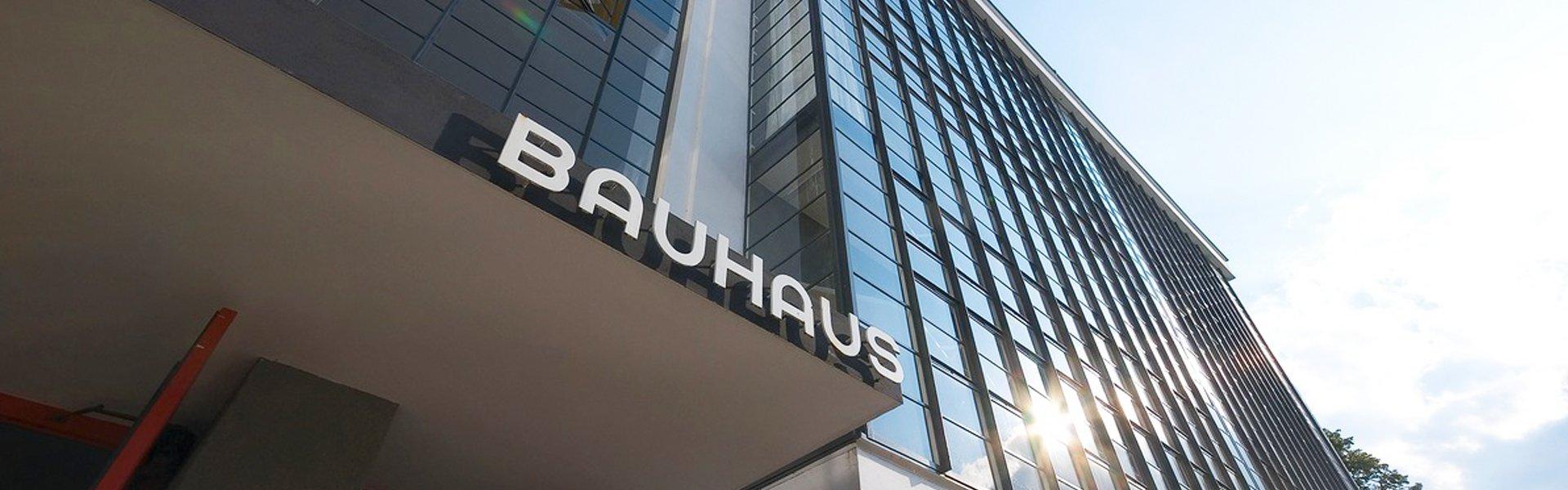 Entree van de Bauhausschool in Dessau, Duitsland