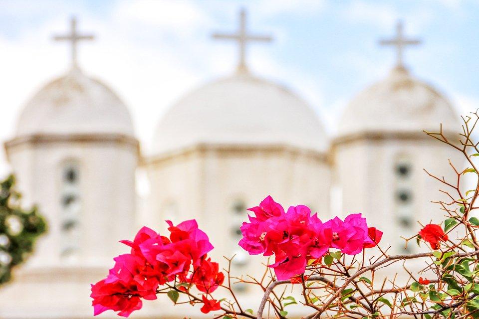 Bloemen en kerken in Peloponnesos, Griekenland