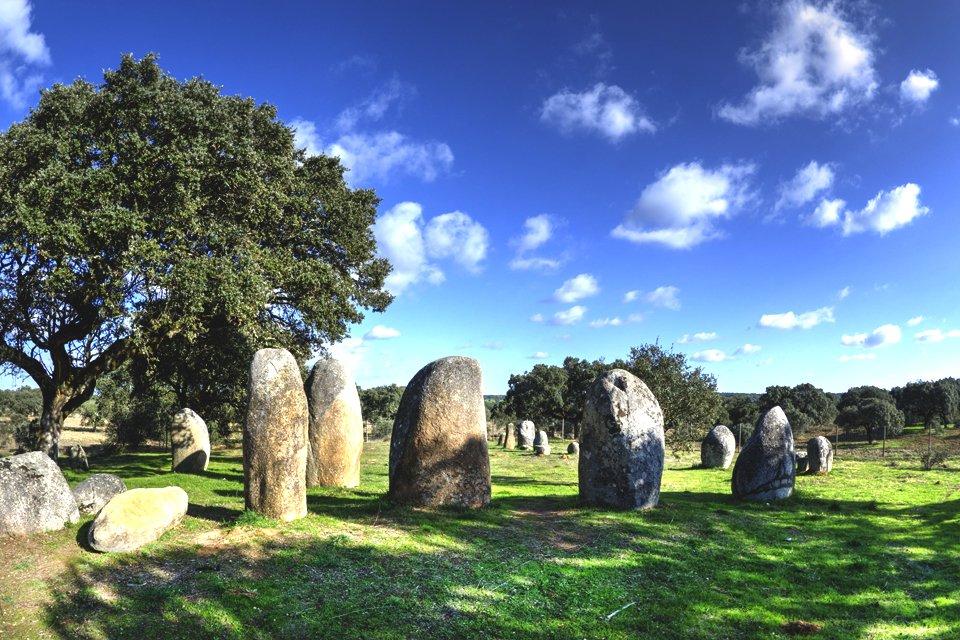 Cromelque dos Almendres, de grootste steencirkel op het Iberisch schiereiland, Portugal