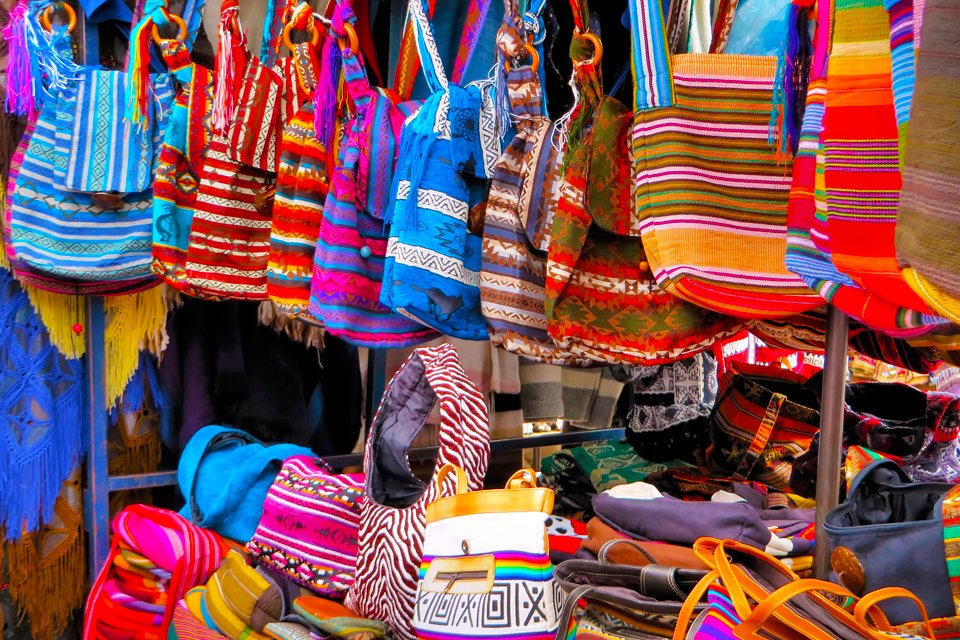 Indianenmarkt in Otavalo, in Ecuador