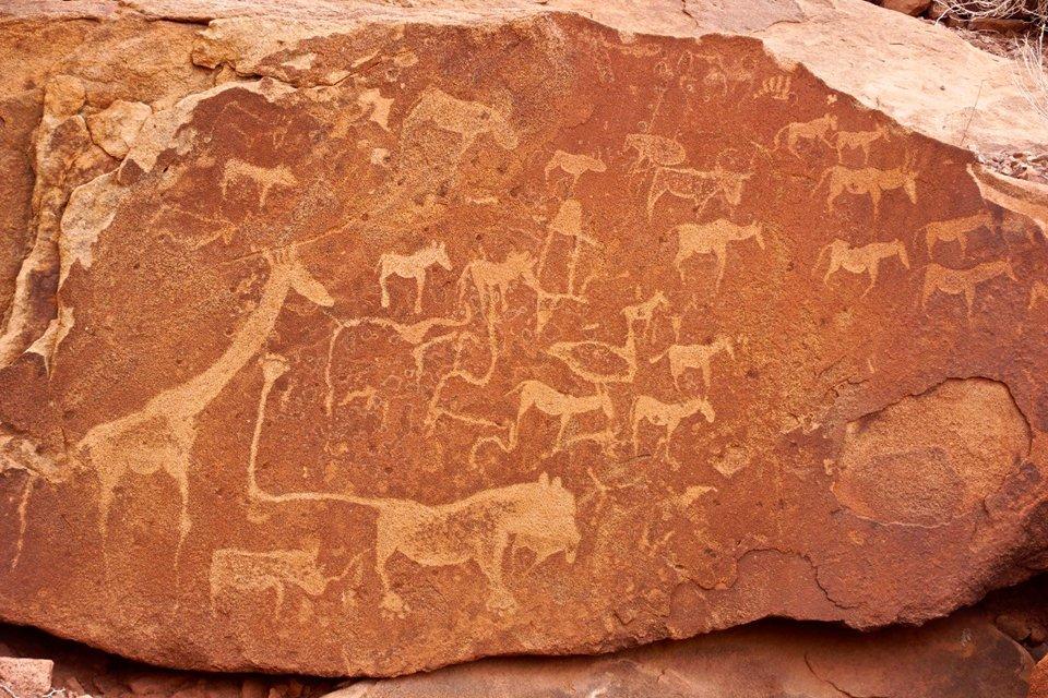 Rotstekeningen in Twyfelfontein, Namibië | Foto Peter van de Wiel