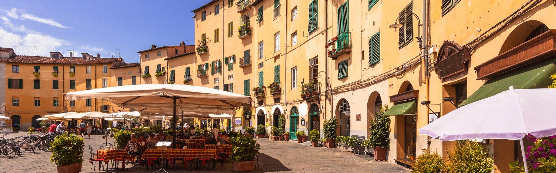 Piazza Anfiteatro in Lucca, Italië