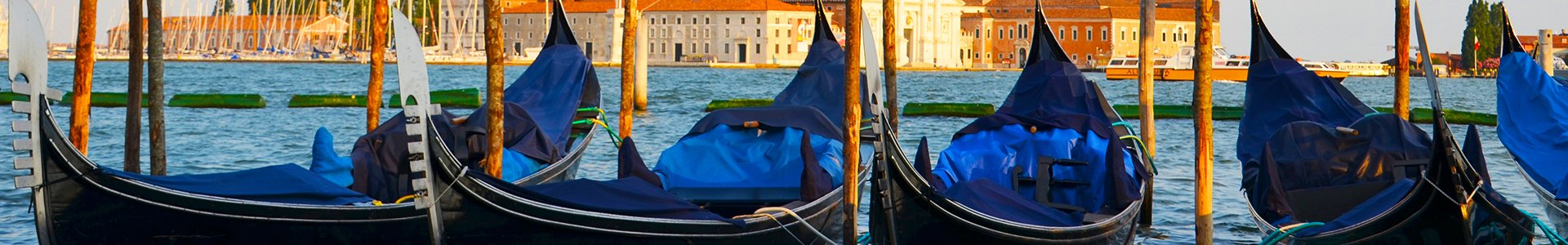 Gondels in Venetie, Italië