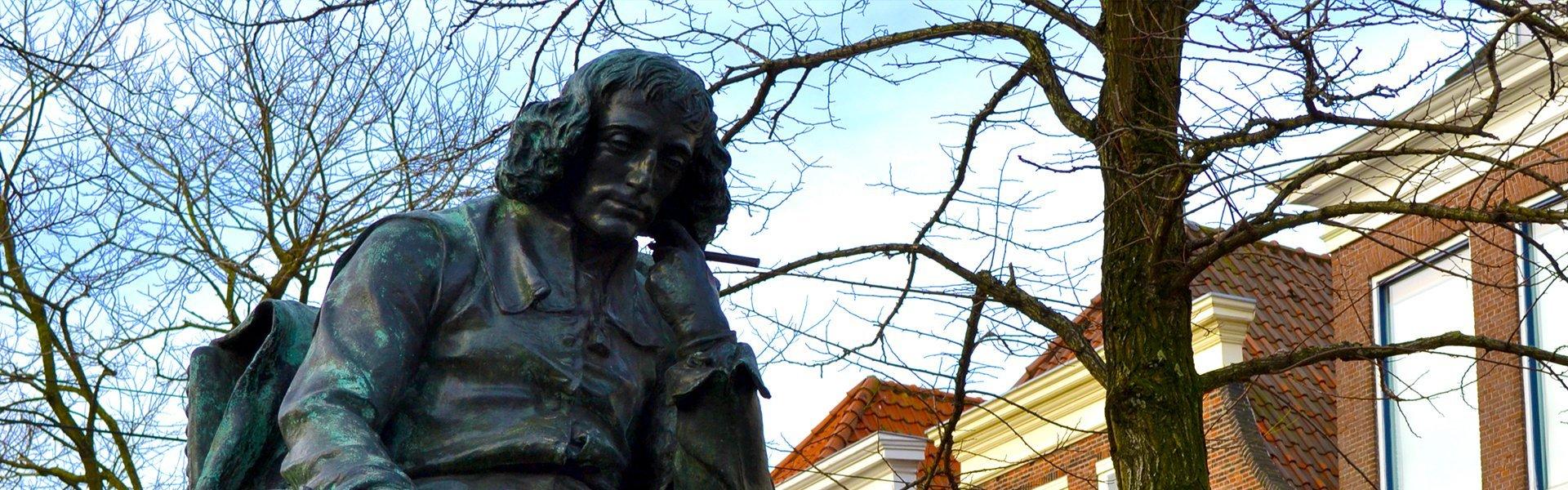 Beeld van Spinoza in Den Haag, Nederland