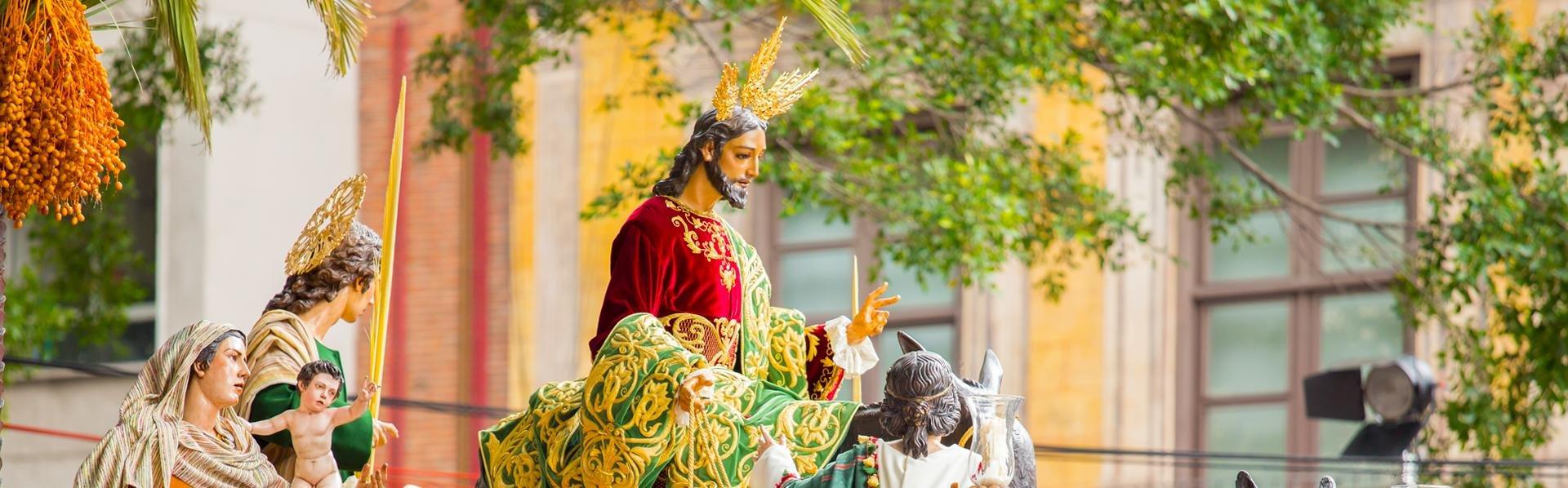 Processie tijdens de Semana Santa in Sevilla, Andalusië, Spanje