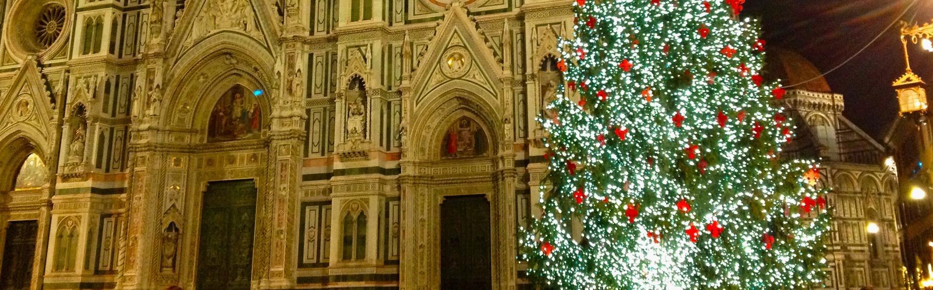 Kerstboom voor de duomo in Florence, Italië