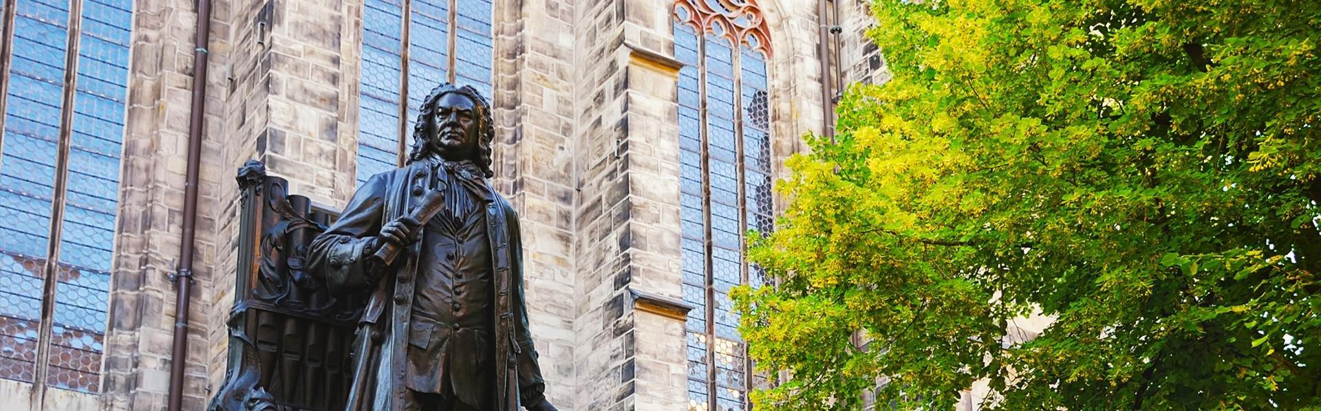 Standbeeld van Bach voor Thomaskirche in Leipzig, Duitsland