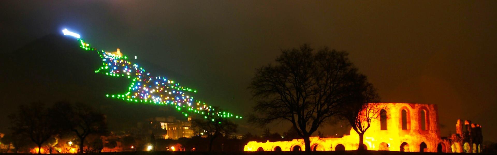 Kerstboom in Gubbio, Umbrië, Italië