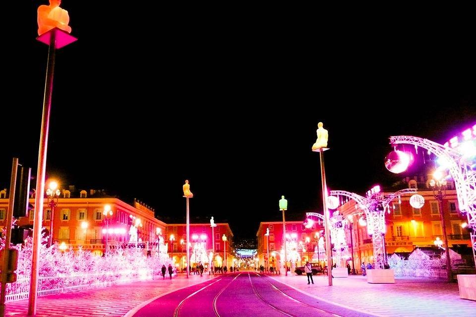 Kerstsfeer op Place Masséna in Nice, Frankrijk