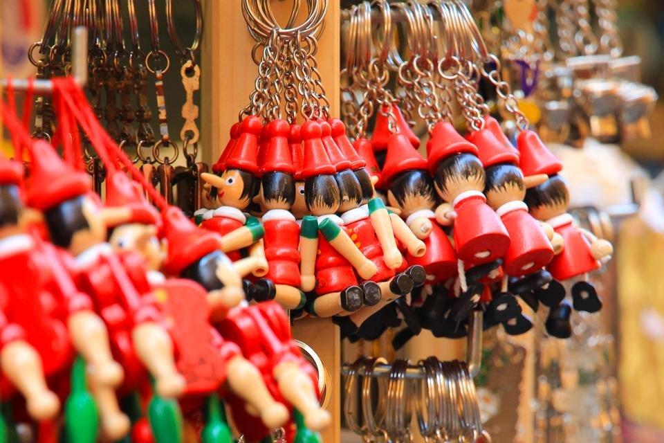Pinocchio-sleutelhangers souvenirs in Italië
