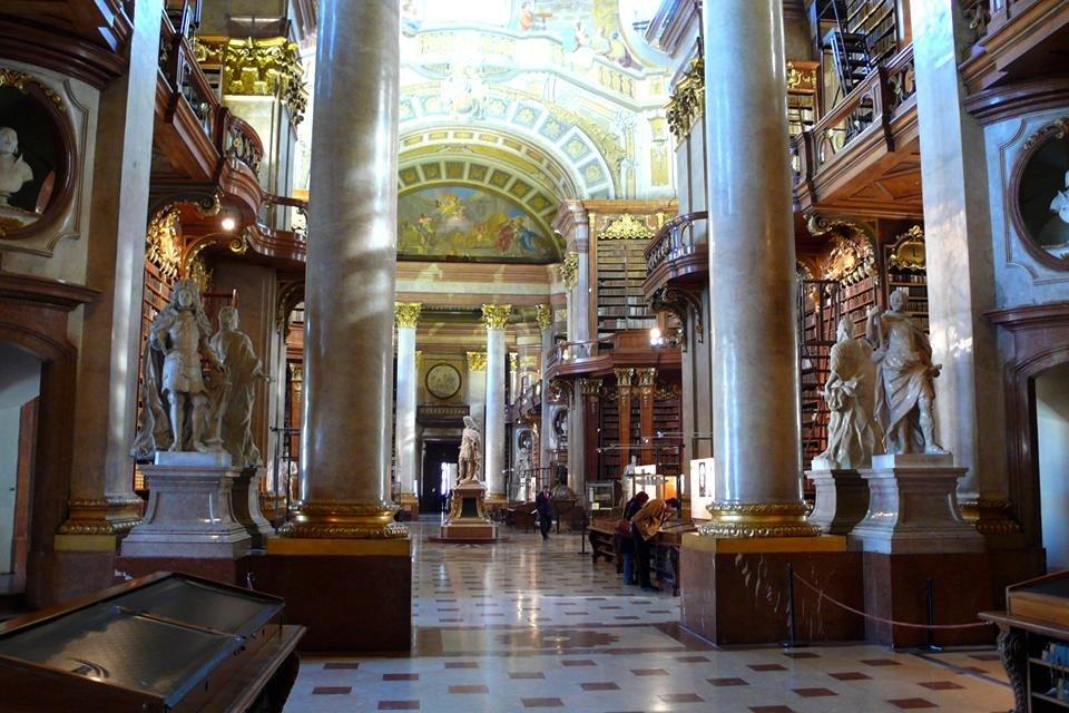 Pronkzaal van de nationaal bibliotheek in Wenen, Oostenrijk