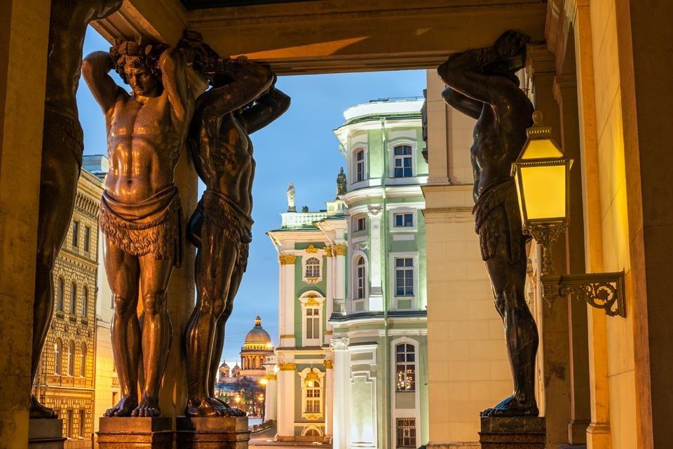 Zicht op de Hermitage in Sint Petersburg, Rusland