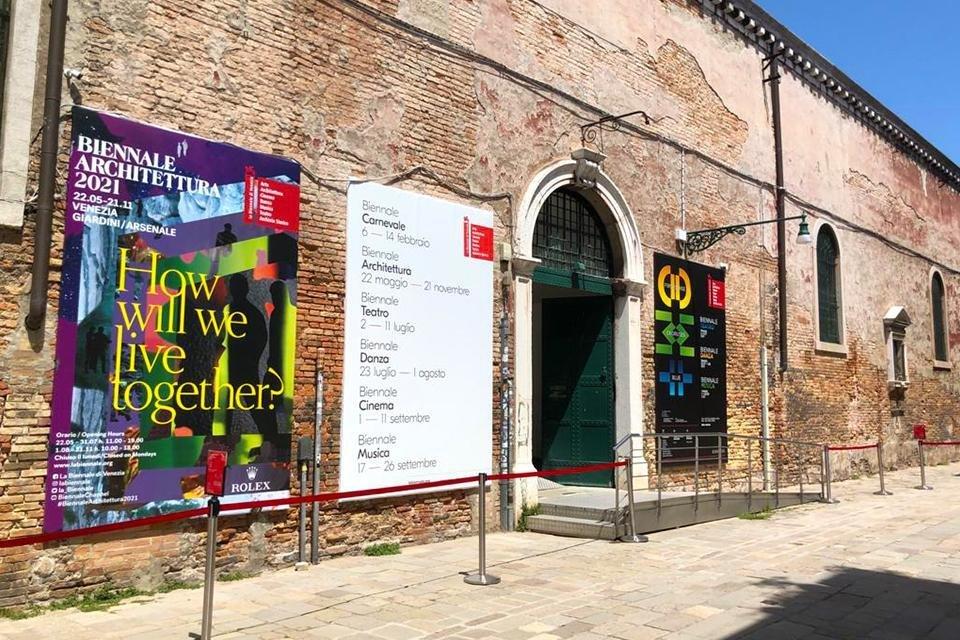 Entree Arsenale architectuurbiënnale Venetië, Italië