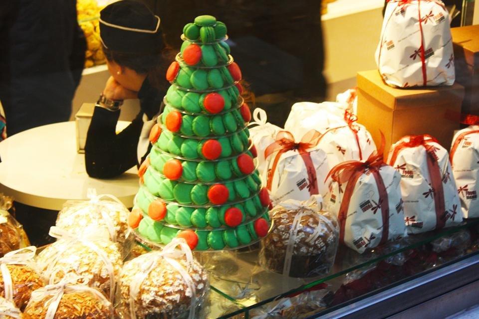Traditionele Italiaanse kerst-lekkernijen in een bakkerij in Venetië, Italië