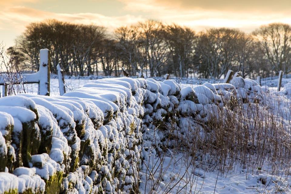 Besneeuwd landschap in Yorkshire Dales, Groot-Brittannië