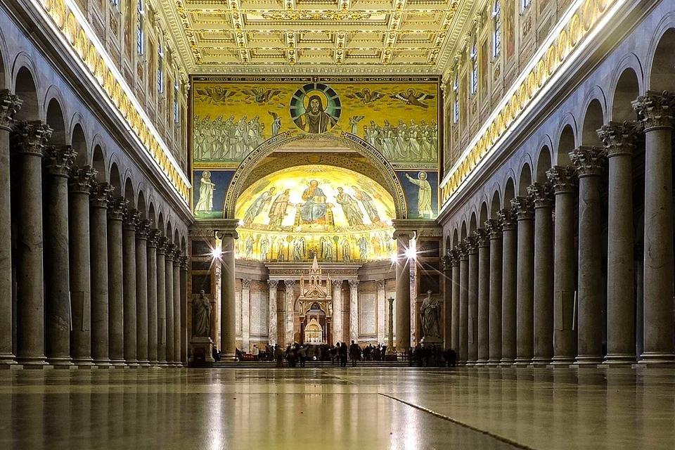 Interieur van de Sint Paulus buiten de muren in Rome, Italië
