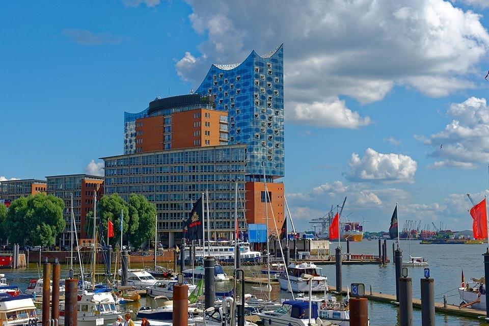 Zicht op Elbphilharmonie in Hamburg, Duitsland