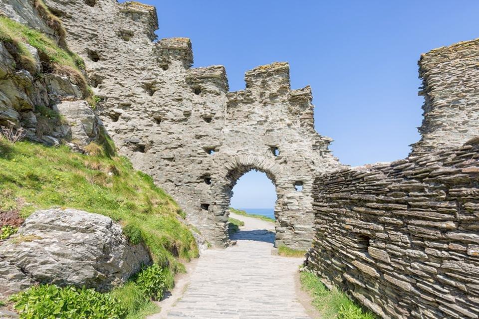 De ruïnes van Tintagel Castle in Cornwall, Groot-Brittannië