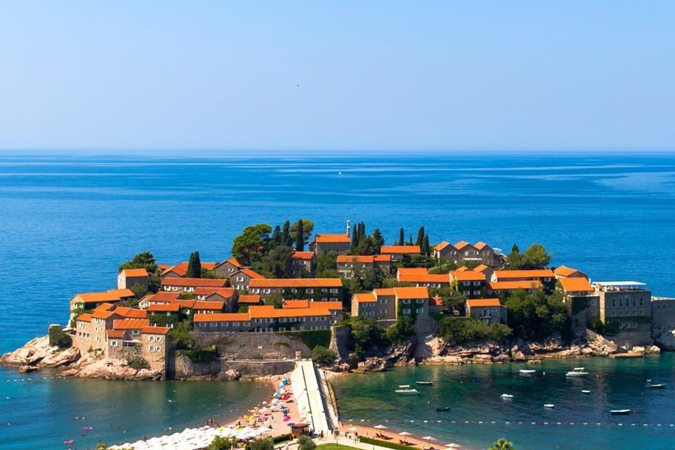 Het schiereiland Sveti Stefan in Montenegro