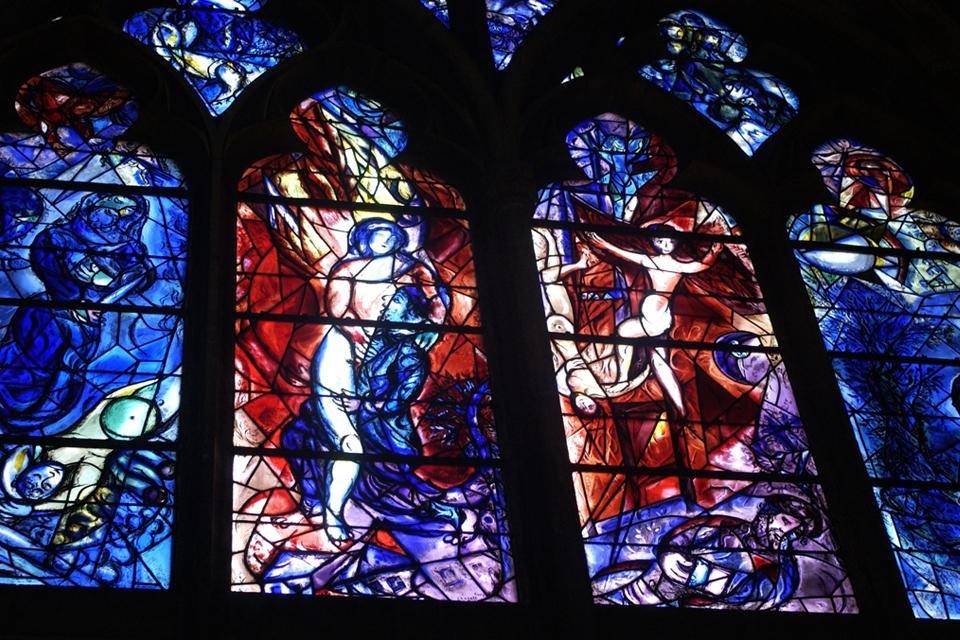 Glasvenster van Marc Chagall in de kathedraal van Metz, Frankrijk