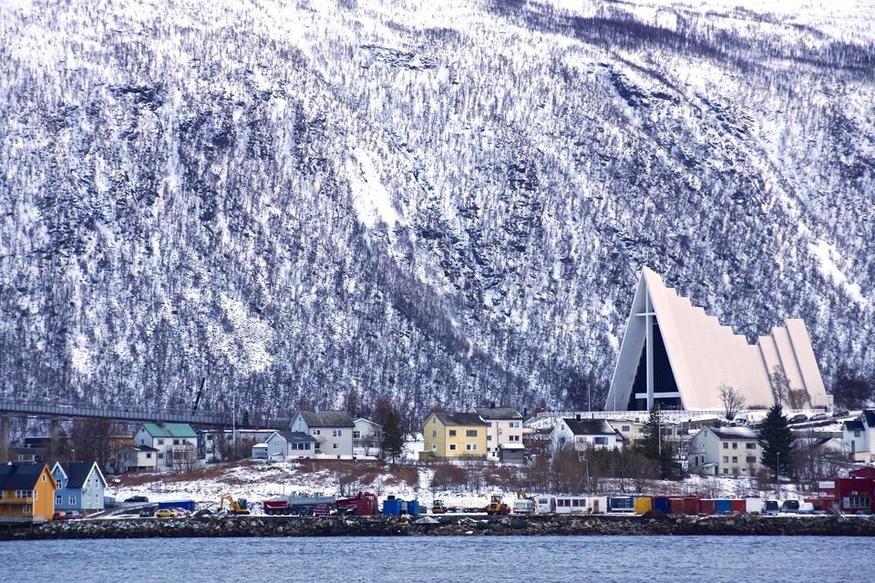 De IJszeekathedraal in Tromsø | foto door Peter van de Wiel