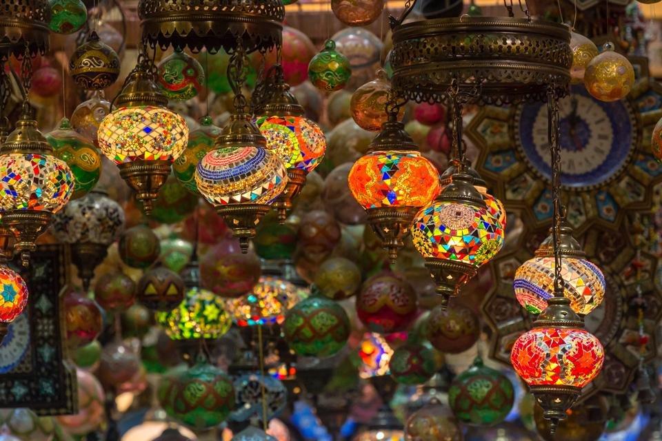 Lantaarns in de soek van Muscat, Oman