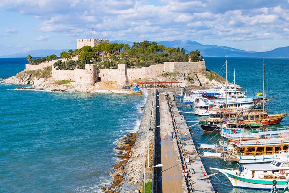 Het fort van Kusadasi in Turkije