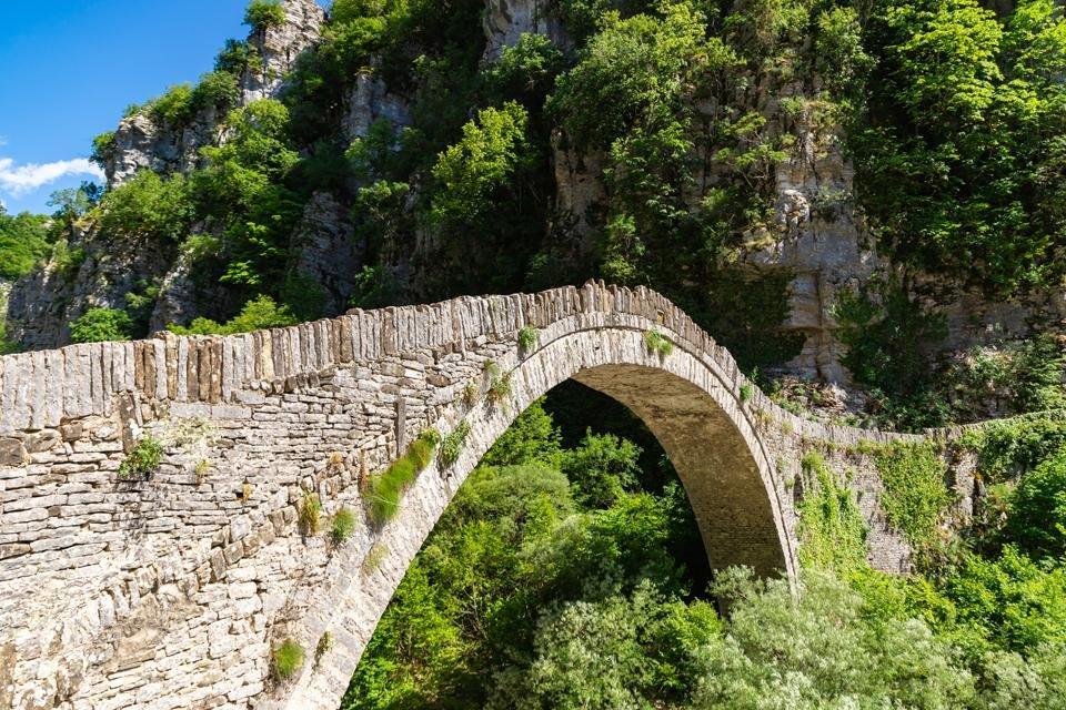 Boogbrug in Zagoria / Noord-Pindos, Griekenland