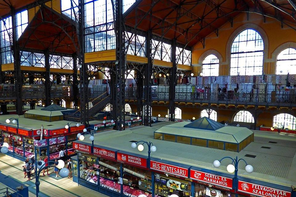 De grote markthal in Boedapest, Hongarije
