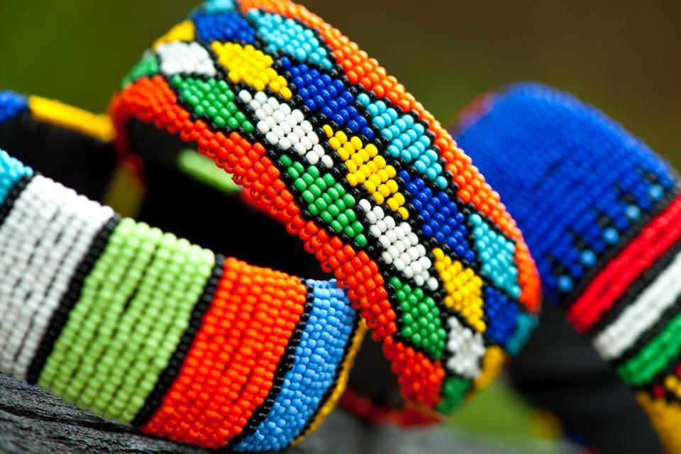Zulu-armbanden in Zuid-Afrika
