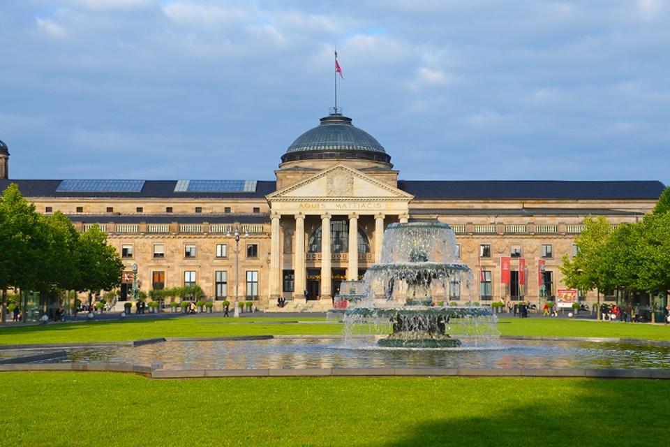 Het Kurhaus in Wiesbaden, Duitsland