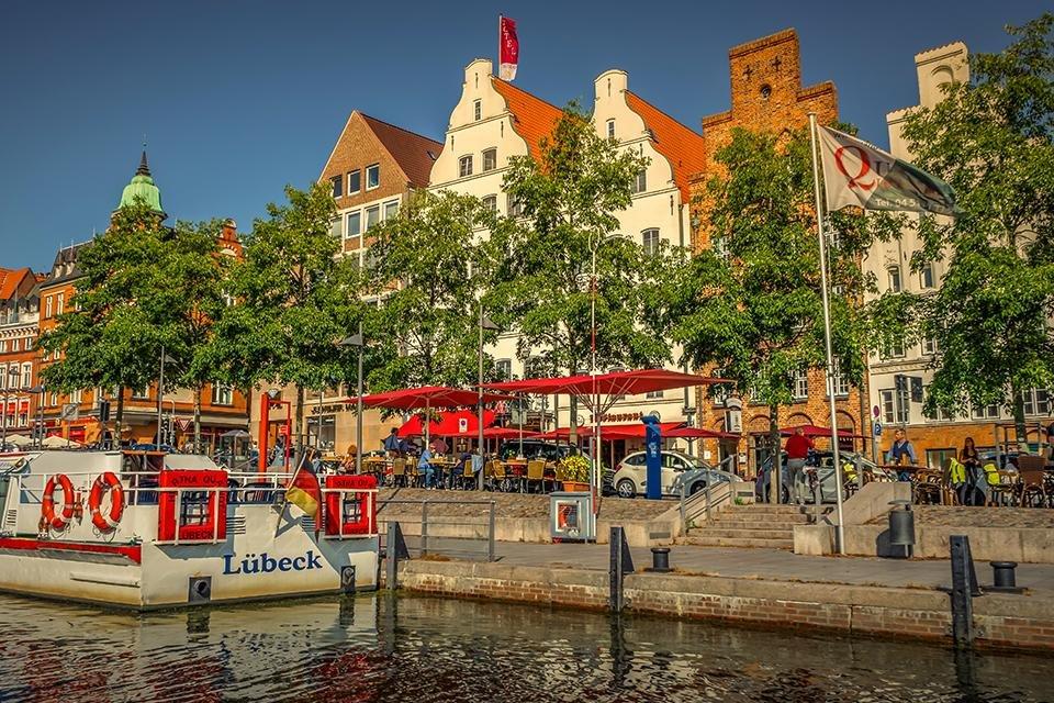 Lübeck vanaf de waterzijde, Duitsland