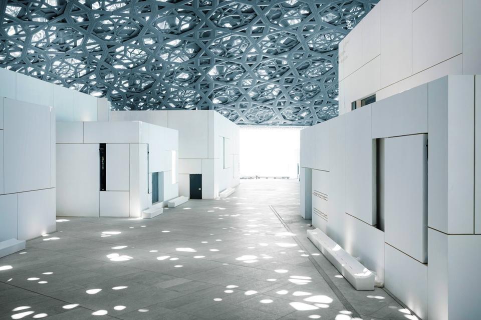 Binnen in het Louvre van Abu Dhabi, Verenigde Arabische Emiraten