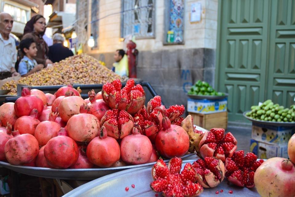 Granaatappelen op de bazaar in Kashan, Iran