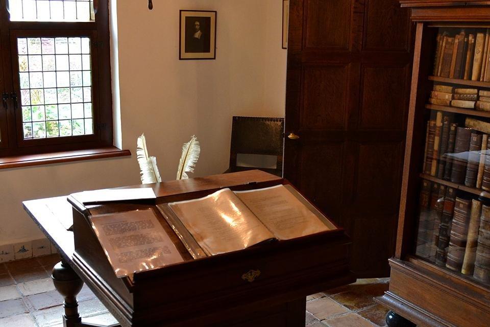 De werkkamer van Spinoza in het Spinozahuis in Rijnsburg, Nederland