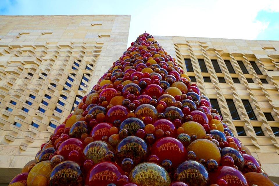 Glazen kerstboom in Valletta, Malta