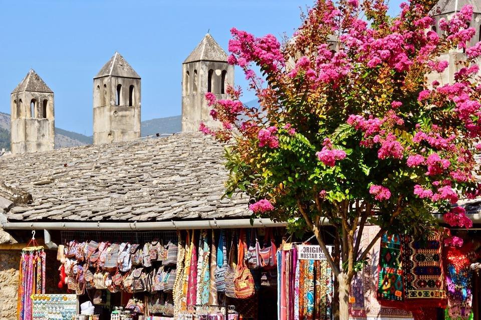 Markt in Mostar, Bosnië-Herzegovina | Foto door Peter van de Wiel