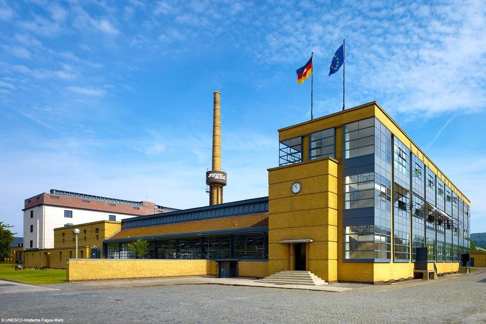 Voorkant van de Fagusfabriek in Alfeld, Duitsland (foto UNESCO-Welterbe Fagus-Werk)